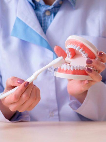 Máster en Higienista Dental (Con Certificación Universitaria Internacional y Reconocimiento de 30 ECTS)
